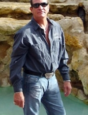 thomas 61 y.o. from USA